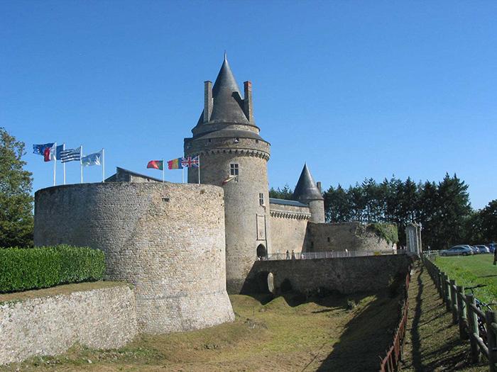 Tour du pont levis du Château de la Groulaie à Blain