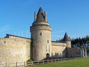 La tour du pont Levis du Chateau de la Groulaie à Blain
